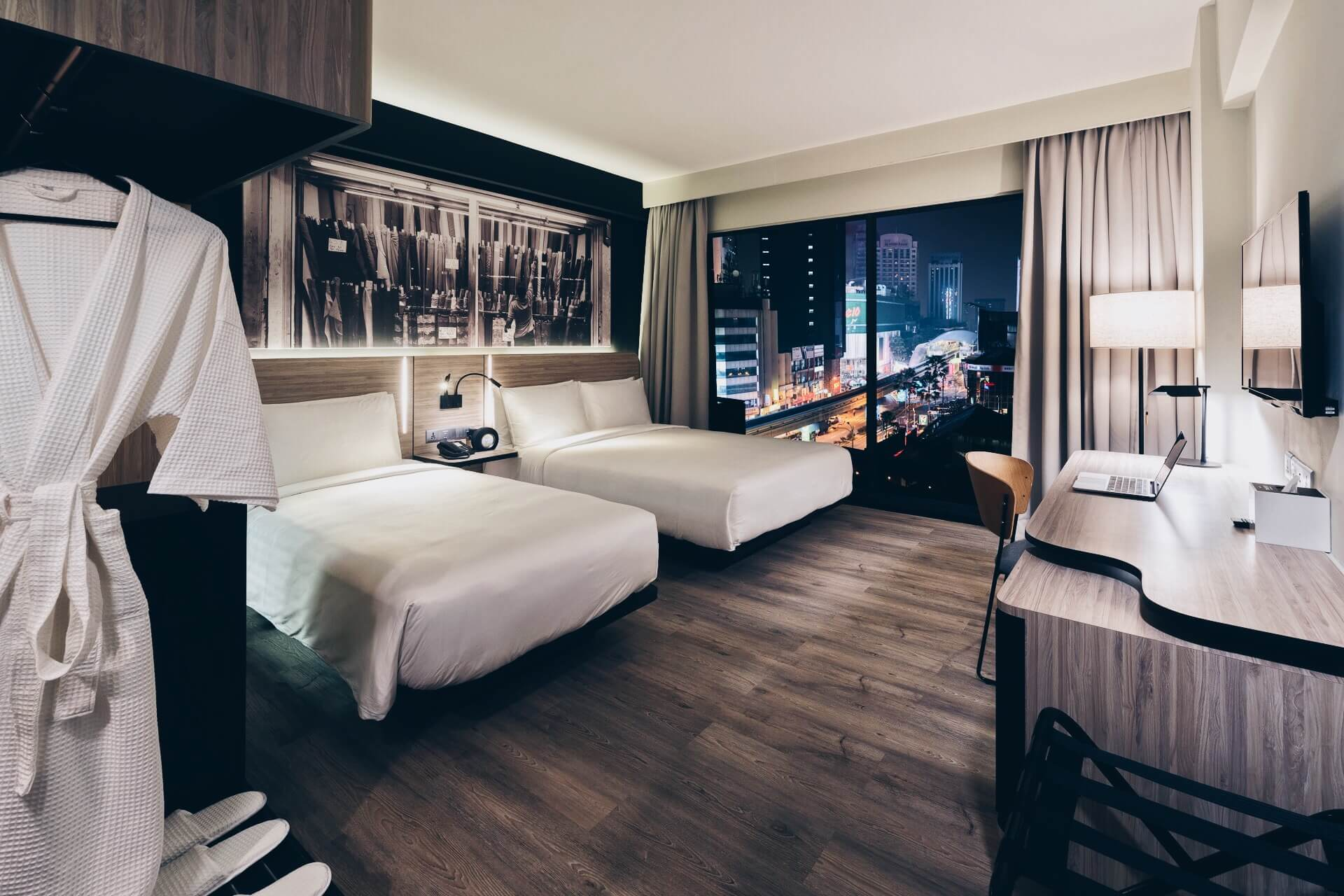 Deluxe Triple room at KL Journal Hotel with night city views