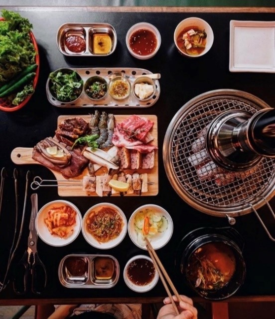 Japanese-Korean barbeque platter with side dishes